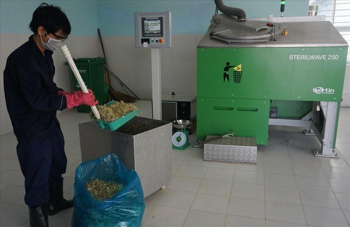 Rác thải y tế được xử lý tại Bệnh viện Đa khoa tỉnh Bạc Liêu (ảnh Nhật Hồ)