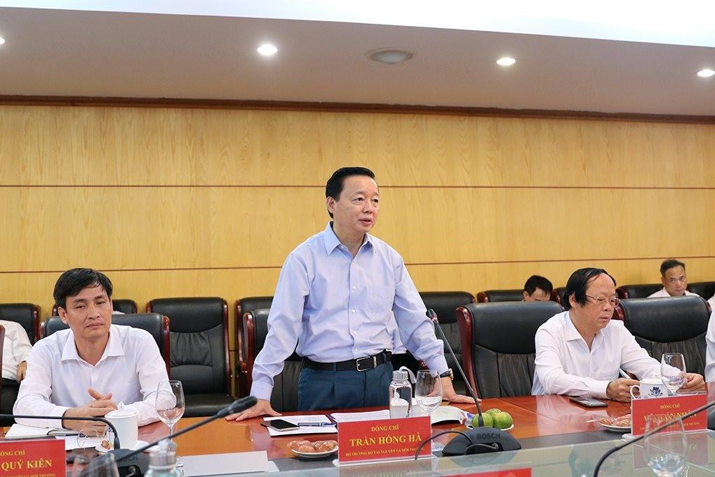 Bộ trưởng Bộ Tài nguyên và Môi trường Trần Hồng Hà phát biểu tại cuộc họp